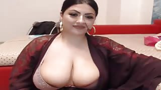 Curvy Indian Milf Doing a Solo With Toy